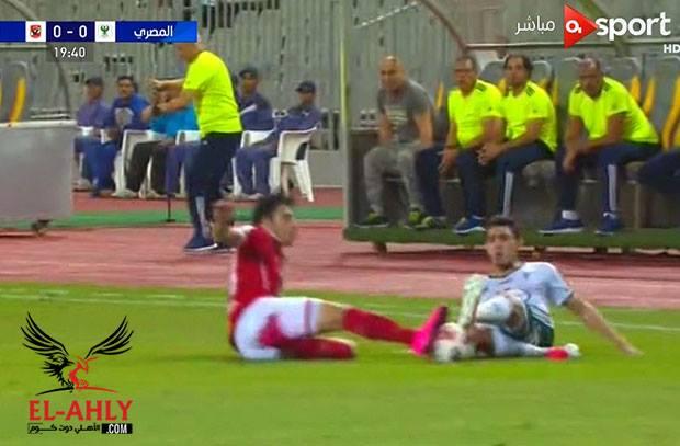 شاهد .. استخلاص اكرم توفيق للكرة في مباراة الأهلي والمصري