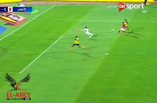 عمرو جمال يتألق في لقطة وينهي الهجمة بأغرب طريقه ممكنة