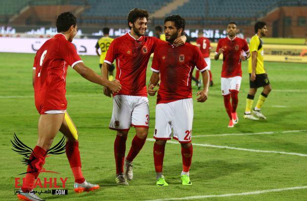 التشكيل المتوقع للأهلي أمام نصر حسين داي .. صالح يعود وأزارو يقود الهجوم