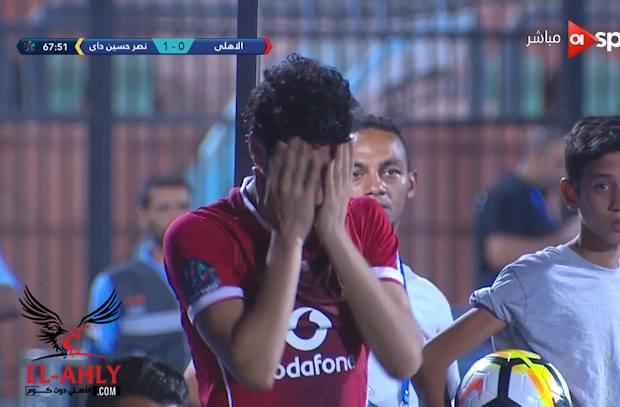 بسبب خطأه في هدف نصر حسين داي .. أكرم توفيق يبكي بعد خروجه