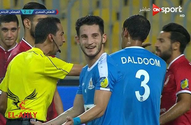 شاهد لقطة مشينة من الحكم الموريتاني لمغيفري ضد لاعب الأهلي