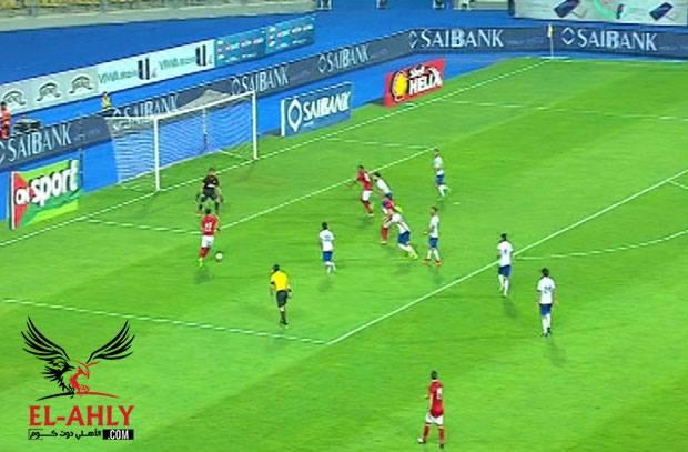 الساحر لا يتوقف .. صالح جمعة يتابع تألقه ويضيف هدف الأهلي الرابع