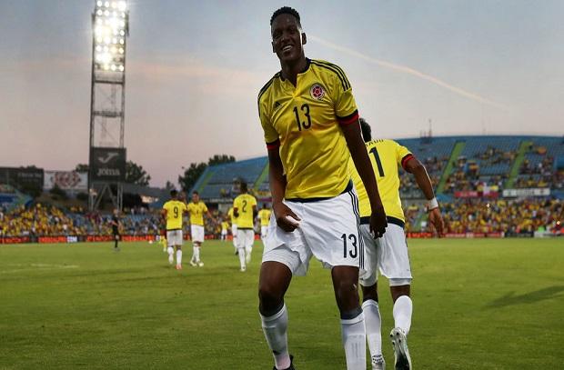 برشلونة يضم رسميا مدافع منتخب كولمبيا
