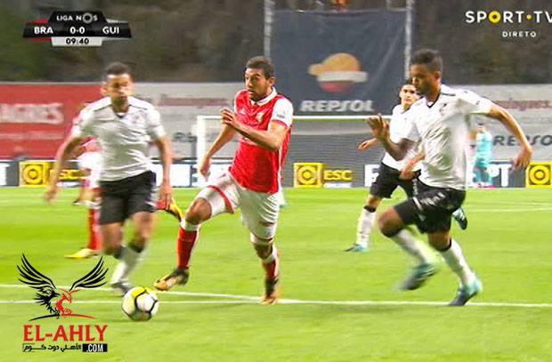 كوكا يضيع اول اهداف فريقه ويهدر انفراد امام فيتوريا جيماريش