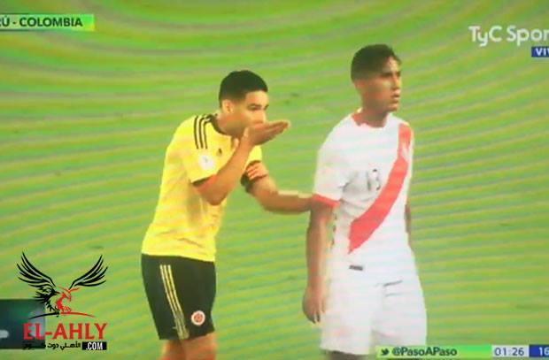 في لقطة مثير للجدل .. فالكاو يقنع لاعبي بيرو بالاكتفاء بالتعادل ليتأهل الفريقين للمونديال