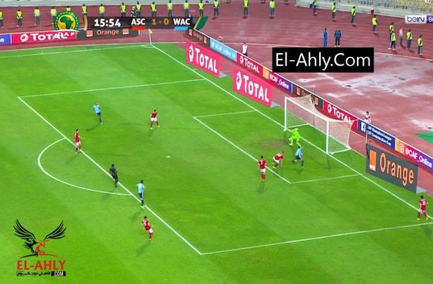 """الحكم يرفض إحتساب خطأ """"صريح"""" لأزارو فترتد الكرة بهدف أول للوداد"""