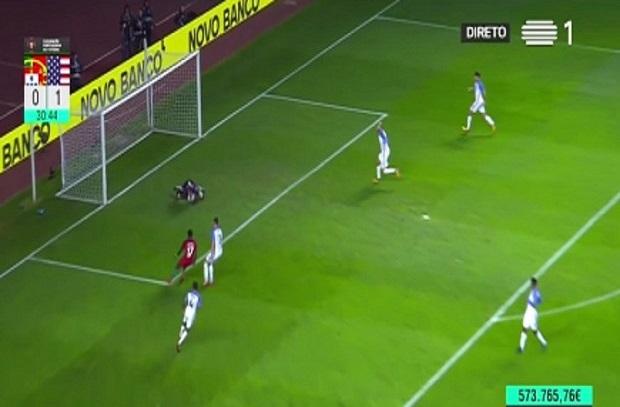 حارس أمريكا يتسبب في هدف كوميدي للبرتغال بعد مرور الكرة بين أقدامه