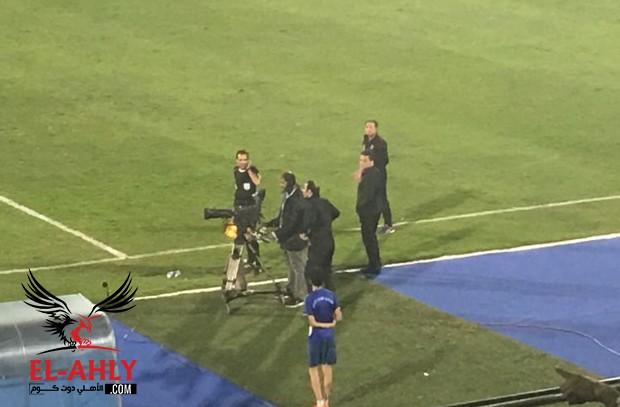 """الجهاز الفني للأهلي يبحث عن خطأ """"محتمل"""" للحكم في لقطة ضربة جزاء الانتاج في كاميرا المباراة"""