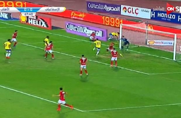 في لقطة اسطورية .. محمد الشناوي يتألق بتصدي الموسم وينقذ الأهلي من هدف أكيد