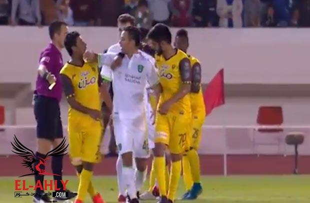 إيقاف لاعب أهلي جدة  وتغريمه 20 ألف ريال بعد الإعتداء على لاعب أحد