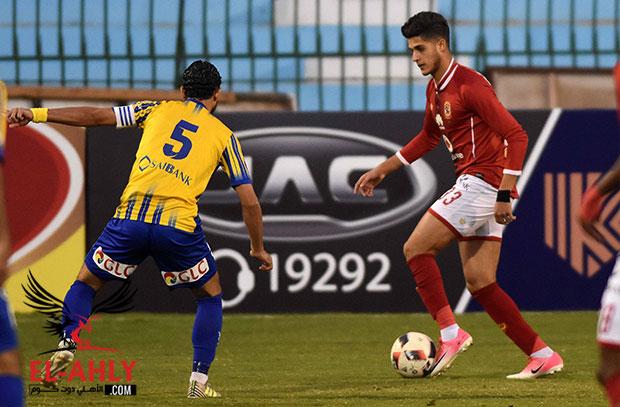احمد الشيخ يغادر أرض الملعب بعد تبديله أمام طنطا