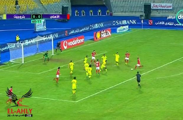 """وليد سليمان يسجل هدف الأهلي الأول أمام بتروجيت بعد """"أسيست"""" السعيد"""