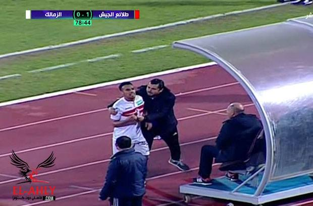 في لقطة مؤسفة.. حازم إمام يشتبك مع جمهور الزمالك بعد الهزيمة من الجيش