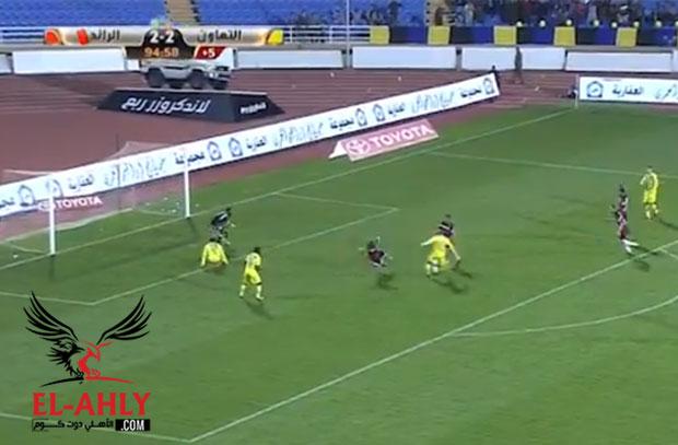 في ظهوره الأول مع التعاون .. عماد متعب كاد أن يقتل الرائد في الدقيقة 95