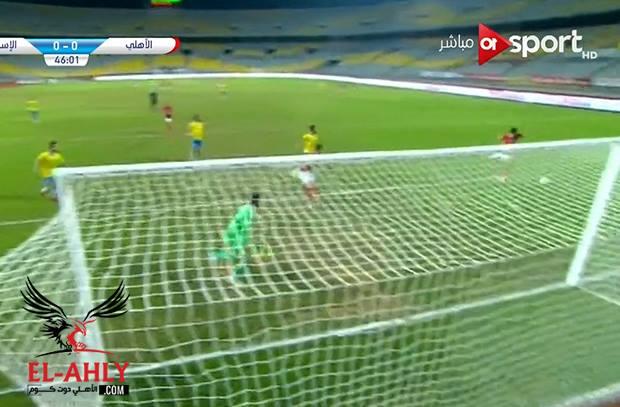في الشوط الثاني تصرف حمودي السئ يضيع فرصة هدف للنادي الأهلي