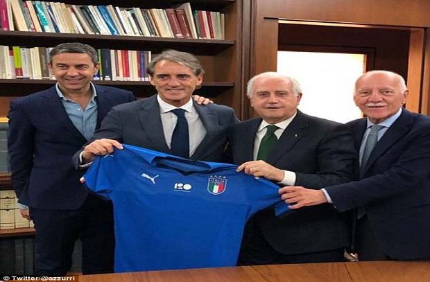 بعد الأعلان الرسمي .. مانشيني : هدفي إعادة بناء منتخب إيطاليا وبالوتيللي في الخطة