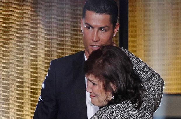 والدة رونالدو : لاأمانع من إنتقاله إلي باريس .. ولكني أفضل مانشستر