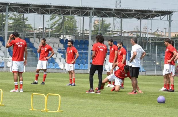 شاهد لحظة إعلان المستبعدين من منتخب مصر في كأس العالم.. كريم حافظ الأكثر تأثرا