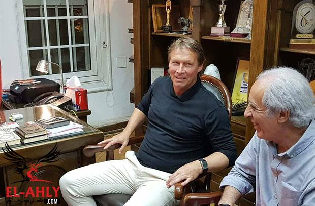 بعد توقيعه رسميًا .. ليندمان: سعيد بعودتي مجددًا للنادي الأهلي