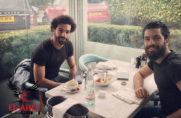 كواليس خطوبة شقيق محمد صلاح .. كيف قضى نجم ليفربول 30 ثانية مقابل صورة وحيدة!