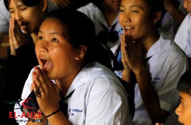 بعد 17 يومًا في الكهف المظلم بتايلاند .. خروج الـ12 طفل ومدربهم بسلام