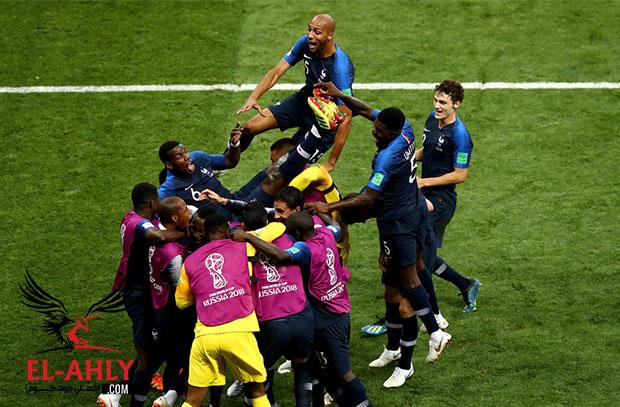 منتخب فرنسا يسحق كرواتيا برباعية ويتوج بلقب كأس العالم الثاني في تاريخه