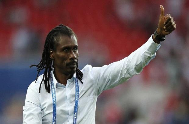 الأتحاد السنغالي يجدد عقد مدربه سيسيه