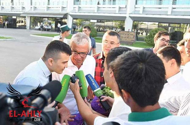 بالورود .. استقبال حافل من جمهور أوزبكستان لهيكتور كوبر