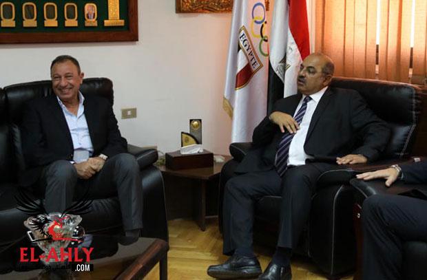 رئيس اللجنة الأولمبية يشيد بزيارة وفد الأهلي ويعتمد تاريخ الجمعية العمومية