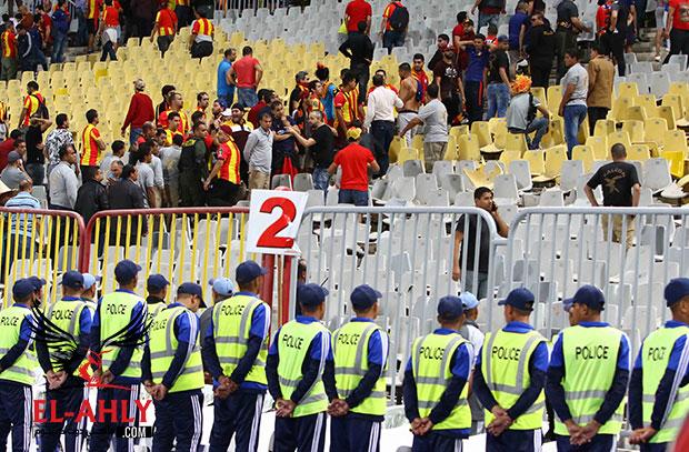 جماهير الترجي تستقبل الأهلي في مطار قرطاج بالهتافات والصافرات
