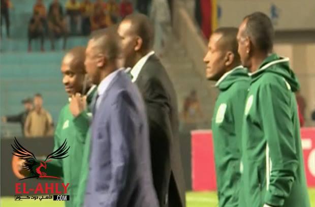 تيسيما يظهر في أرض الملعب رغم عدم إعلان الكاف عن حكم مباراة النهائي