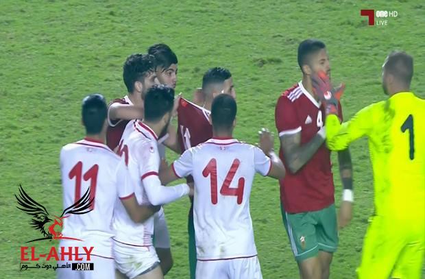 شاهد اشتباك بين لاعبي المغرب وتونس بعد نهاية اللقاء الودي أمام أنظار إبراهيم نور الدين