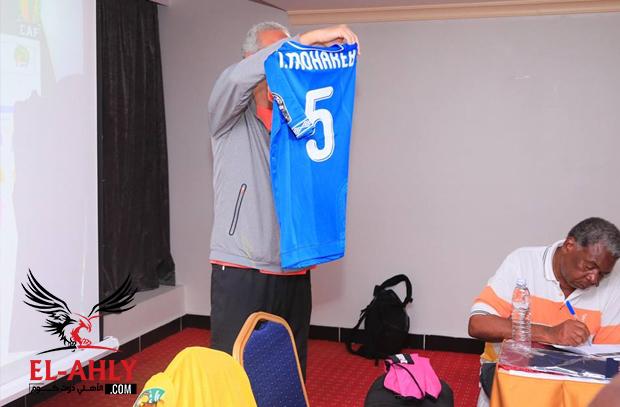 """الاجتماع الفني لمباراة الأهلي وسيمبا يكشف عن """"قميص الأهلي الأزرق"""" الجديد"""