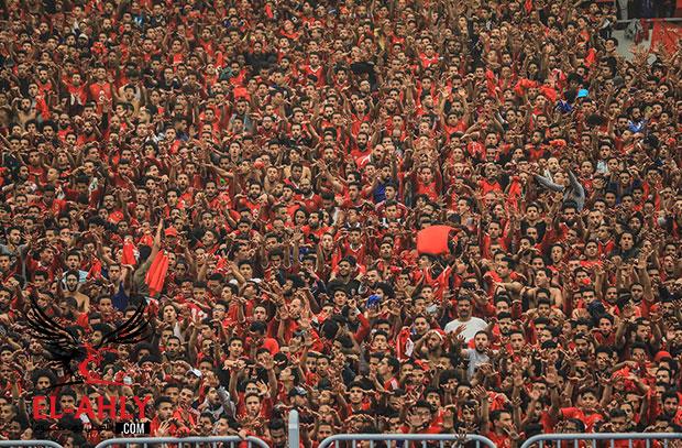 الجمهور يهتف للاعبين عقب مباراة صن داونز: الدوري يا أهلي