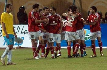 الأهلي يتفادى الهزيمة في الشوط الأول ويهدر الفوز في الثاني ليتعادل مع الاسماعيلي