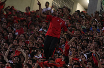 عندما يكون الفوز هدف الجمهورين شاهد كيف تشتعل مدرجات استاد القاهرة
