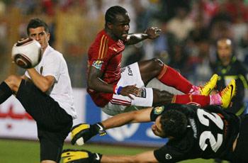 غادر الملعب منقولاً : إصابة فرانسيس بجرح قطعي واشتباه بإصابته بارتجاج في المخ