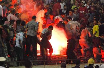 جماهير الإسماعيلي تعتدي علي أتوبيسات الأهلي وإصابات طفيفة بالجماهير