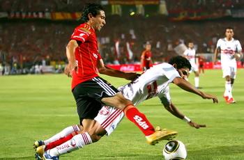 حسام طالب لاعبيه بالسقوط لإهدار الوقت وعندما تعادل الأهلي سبوه!