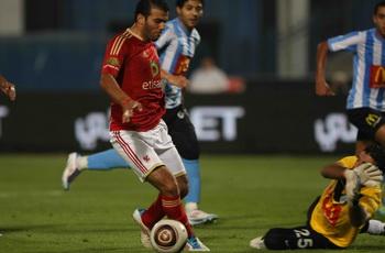 متعب يحرج عبد الغني ويدافع عن جونيور ويؤكد: القدم اليسري أهدتني ركلة جزاء