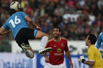 في الشوط الثاني: جماهير الغزل المحلة تقتحم الملعب بعد هدف التعادل للأهلي