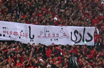 """الثورة في المدرجات: ثورجية وصور شهداء وعار الانسحاب تقاطعهم """"خيبة أنبوبة"""""""