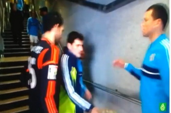 فيديو: كاسياس يرفض مصافحة لوبيز.. وريال مدريد يشتعل!