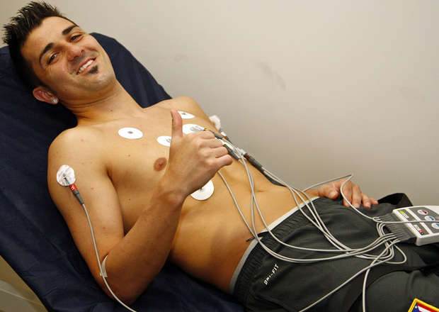 أتليتيكو مدريد يقدم ديفيد فيا لجماهيره عبر تويتر
