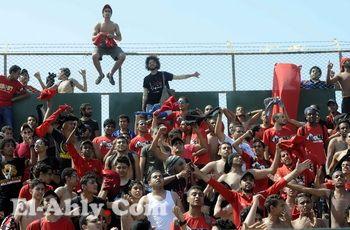 """الألتراس يحتفل بالعودة للمدرجات """"بالأرجنتيني"""" والأمن يرجوهم ليبدأ اللقاء"""