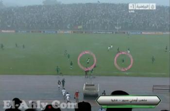 ماذا فعل الكاميرونيون في الأمطار؟ شقلبة وزحلقة (مسخرة)