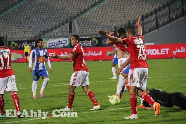 شاهد كيف اهدر مهاجمو الاهلى 10 فرص ليخسر الفريق امام الداخلية