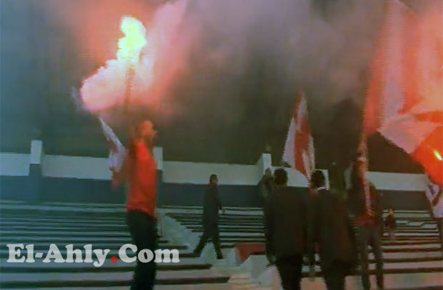 شاهد رئيس أهلي بني غازي يشعل الشماريخ قبل مواجهة الأهلي