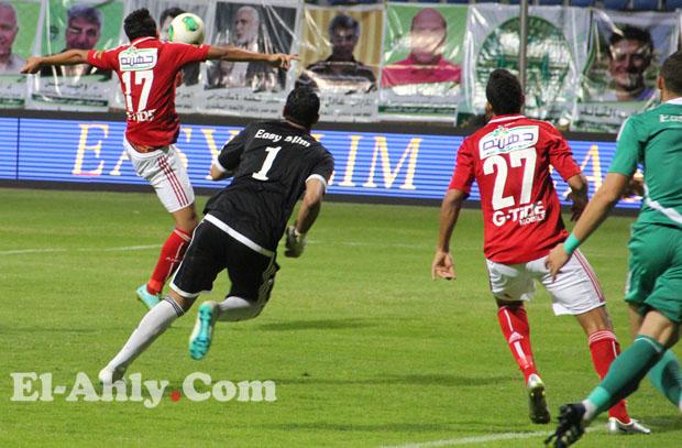 عمرو جمال يقود الأهلي إلى مقدمة الدوري بالفوز على الإتحاد