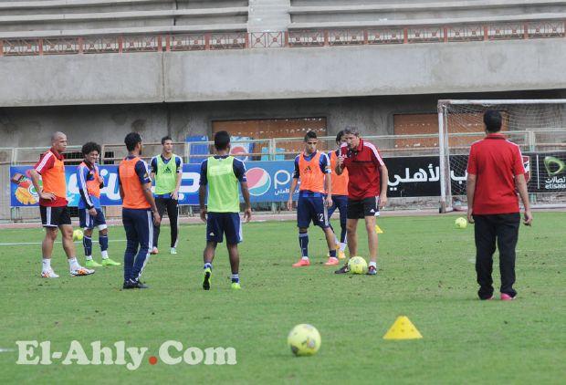 جاريدو يختار 17 لاعب لخوض مباراة العربي الكويتي ويستبعد اسلام رشدي